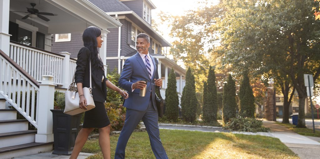 business couple leaving suburban house for commute PUYN42W