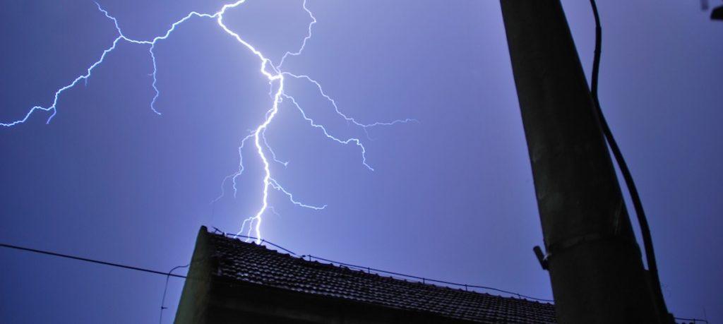 lightning strike on house at night 2021 04 20 17 21 14 utc